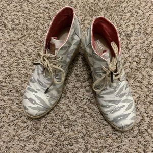 Toms Ikat Desert Wedge Size 7.5 Lace Up Booties